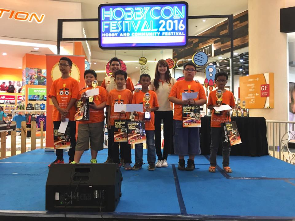 200 Anak Didik Robotics Education Center Tampil Memukau Di HOBBYCON 2016